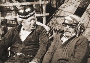 Юрий Абызов и Давид Самойлов. Фото Виктора Перелыгина. Иллюстрация из книги